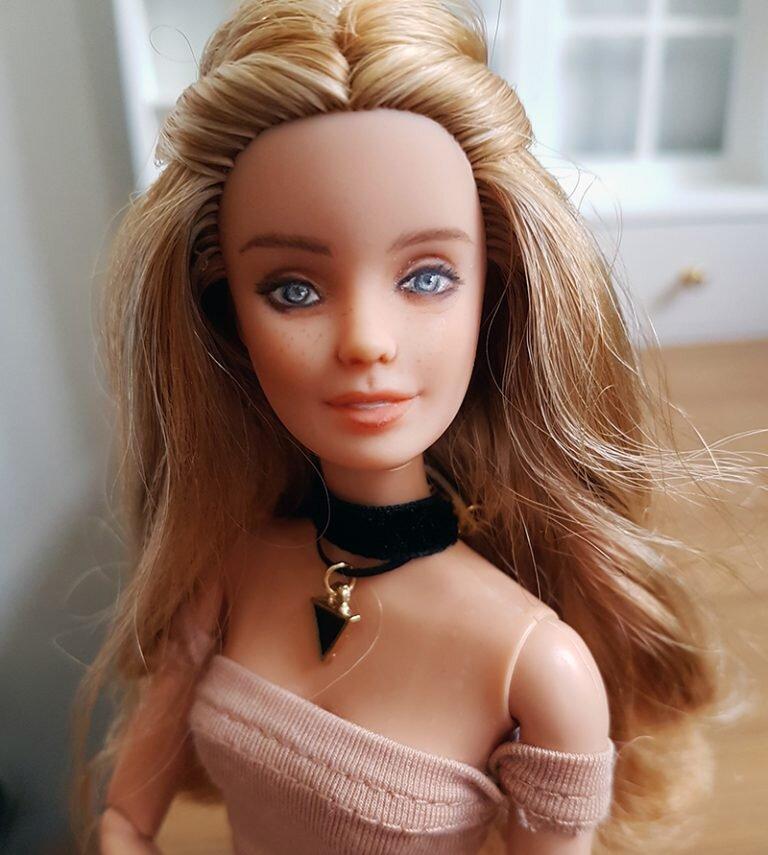 OOAK Fashionista Festival Barbie - Willow - Plastically Perfect - Post Repaint 02.jpg