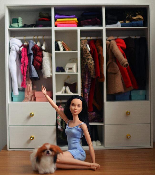 Plastically Perfect - Barbie Diorama - Playscale Wardrobe - Full 04.jpg