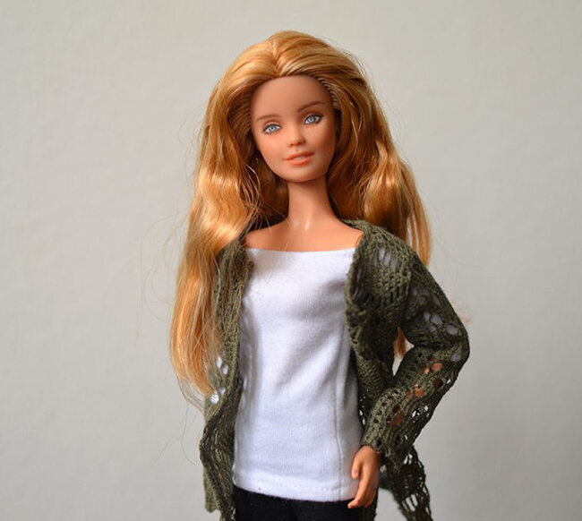 OOAK repainted Fashionista Barbie, Willow, Plastically Perfect - OOTD capsule wardrobe outfit 19, pic 02.jpg