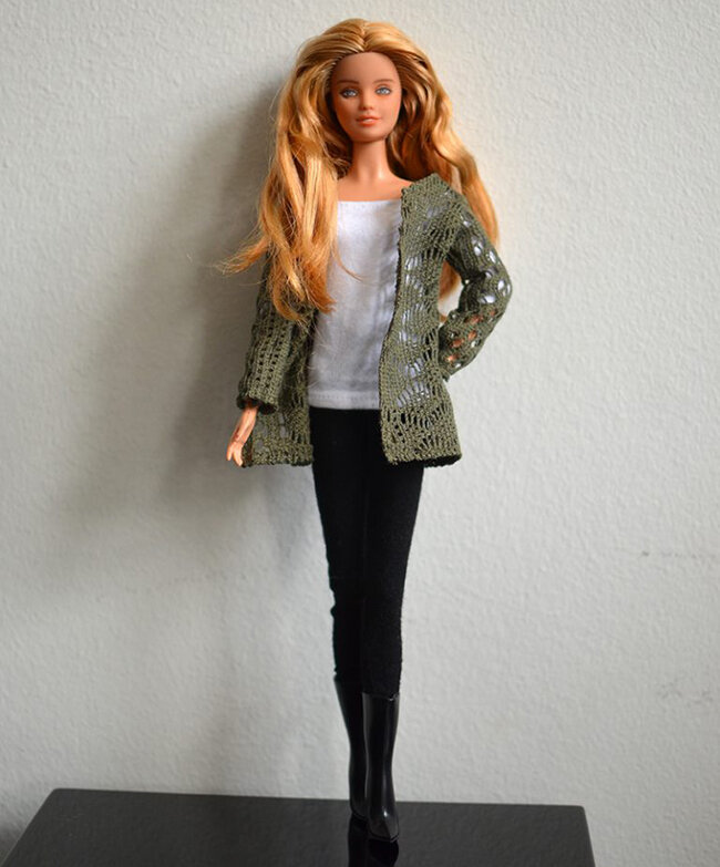 OOAK repainted Fashionista Barbie, Willow, Plastically Perfect - OOTD capsule wardrobe outfit 19, pic 01.jpg