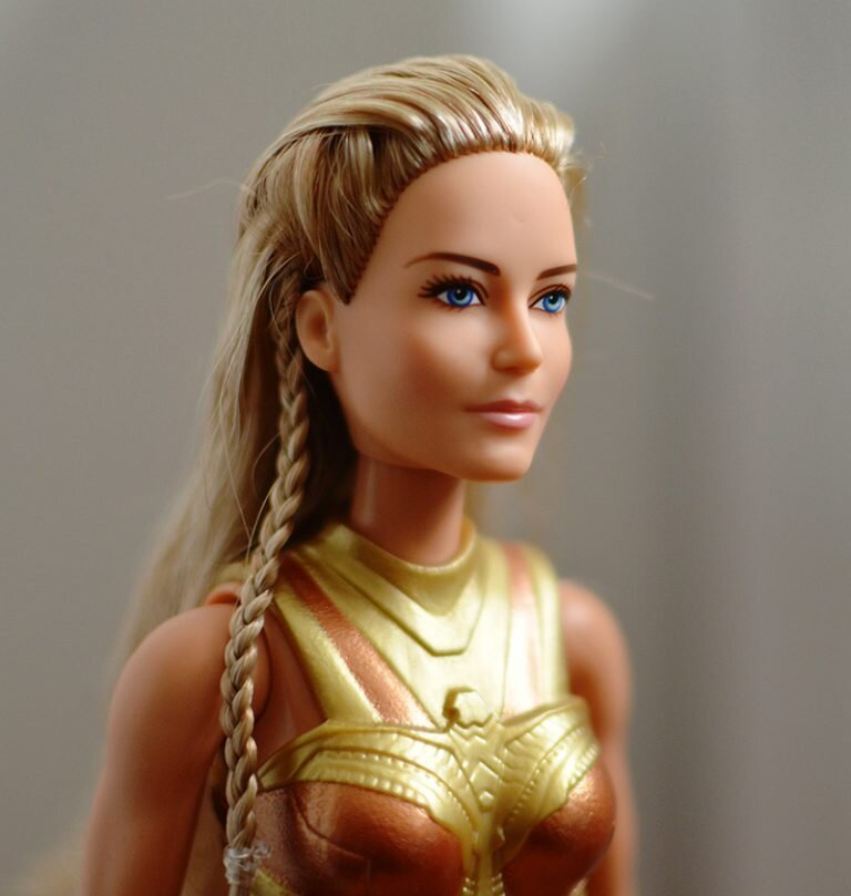 Plastically Perfect - Playscale Enthusiast Doll Review - 2017 Black Label Queen Hippolyta Barbie 18.jpg