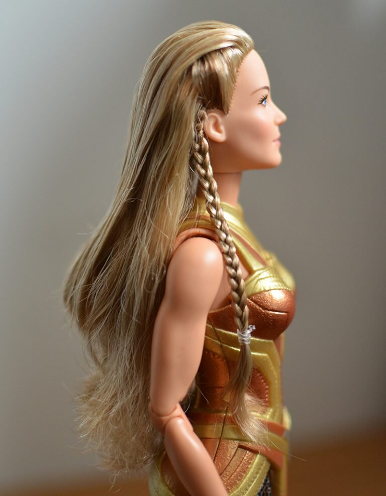 Plastically Perfect - Playscale Enthusiast Doll Review - 2017 Black Label Queen Hippolyta Barbie 19.jpg
