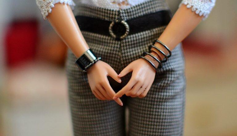 OOAK-Repainted-Black-Hair-Made-to-Move-Barbie-Accessories-Jewelry - Upcycle-Hack-Tip n Tricks 04.jpg