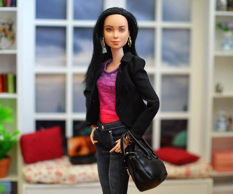 OOAK-Repainted-Black-Hair-Made-to-Move-Barbie-OOTD-Black Blazer with Jeans 02.jpg