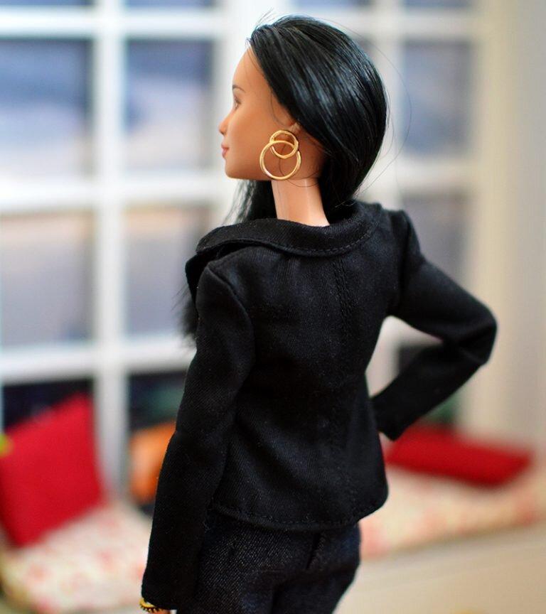OOAK-Repainted-Black-Hair-Made-to-Move-Barbie-OOTD-Black Blazer with Jeans 03.jpg