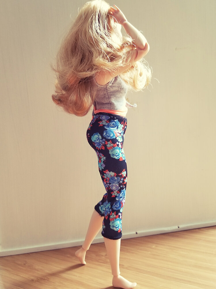 Plastically Perfect - Playscale Enthusiast Doll Review - 2018 Strawberry Blonde Curvy Made to Move Barbie 04.jpg