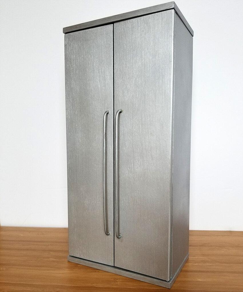 Playscale Kitchen inspiration, Furniture for Barrbie - Plastically Perfect - Barbie Kitchen Diorama Fridge 01.jpg