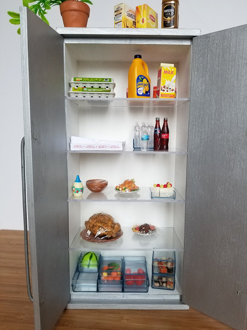 Playscale Kitchen inspiration, Furniture for Barrbie - Plastically Perfect - Barbie Kitchen Diorama Fridge 04.jpg