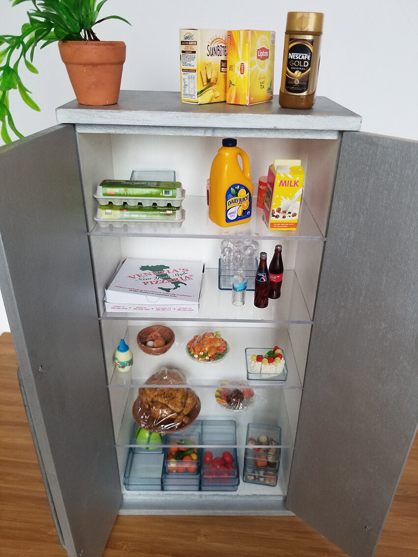Playscale Kitchen inspiration, Furniture for Barrbie - Plastically Perfect - Barbie Kitchen Diorama Fridge 03.jpg