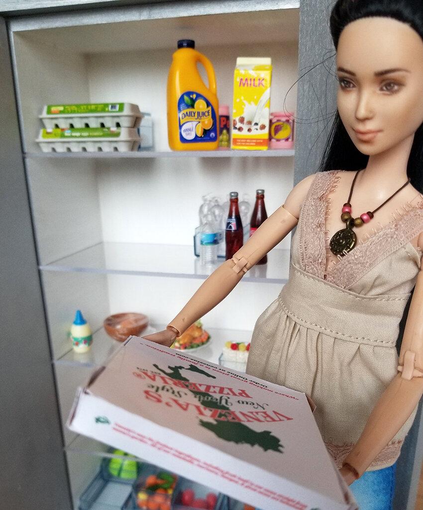 Playscale Kitchen inspiration, Furniture for Barrbie - Plastically Perfect - Barbie Kitchen Diorama Fridge 05.jpg