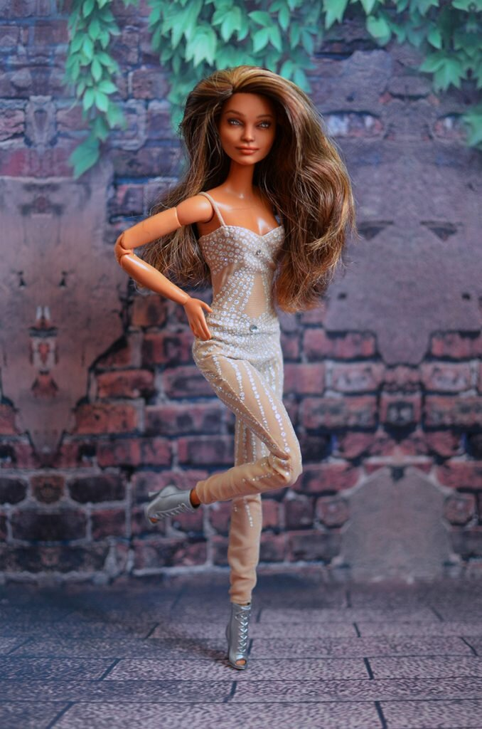 OOAK-repainted-made-to-move-and-fashionista-barbies-wearing-Halloween-costumes-768x530 halloween 03.jpg