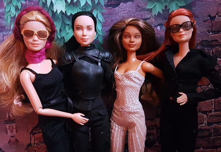 OOAK-repainted-made-to-move-and-fashionista-barbies-wearing-Halloween-costumes-768x530 halloween 01.jpg