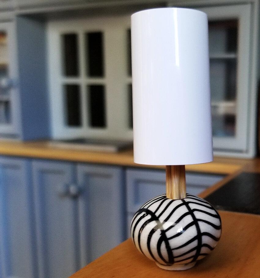 Barbie Diorama DIY accessories - Plastically Perfect - Diorama Modern Lamp with Shade 01.jpg