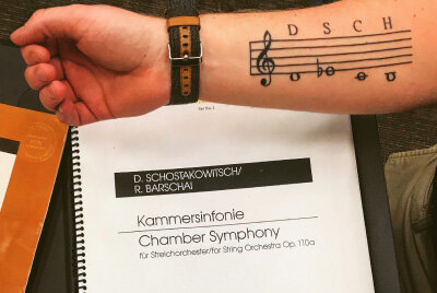 ONE ENTHUSIASTIC LONGMONT SYMPHONY MUSICIAN SHOWED UP WITH BODY ART FEATURING SHOSTAKOVICH'S ANAGRAM (DSCH) FOR THE FIRST REHEARSAL OF THE CHAMBER SYMPHONY OP. 110A.