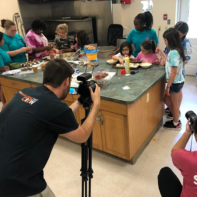 The EVP crew was at @sacdaycamp last week and caught some creative campers cooking up a delicious lunch and snack! Wish you could smell this video because it was amazing.  #campmarketing #daycamp #summercamp #monmouthcounty #girlscouts #videomarketing #socialmediavideo #womeninbusiness