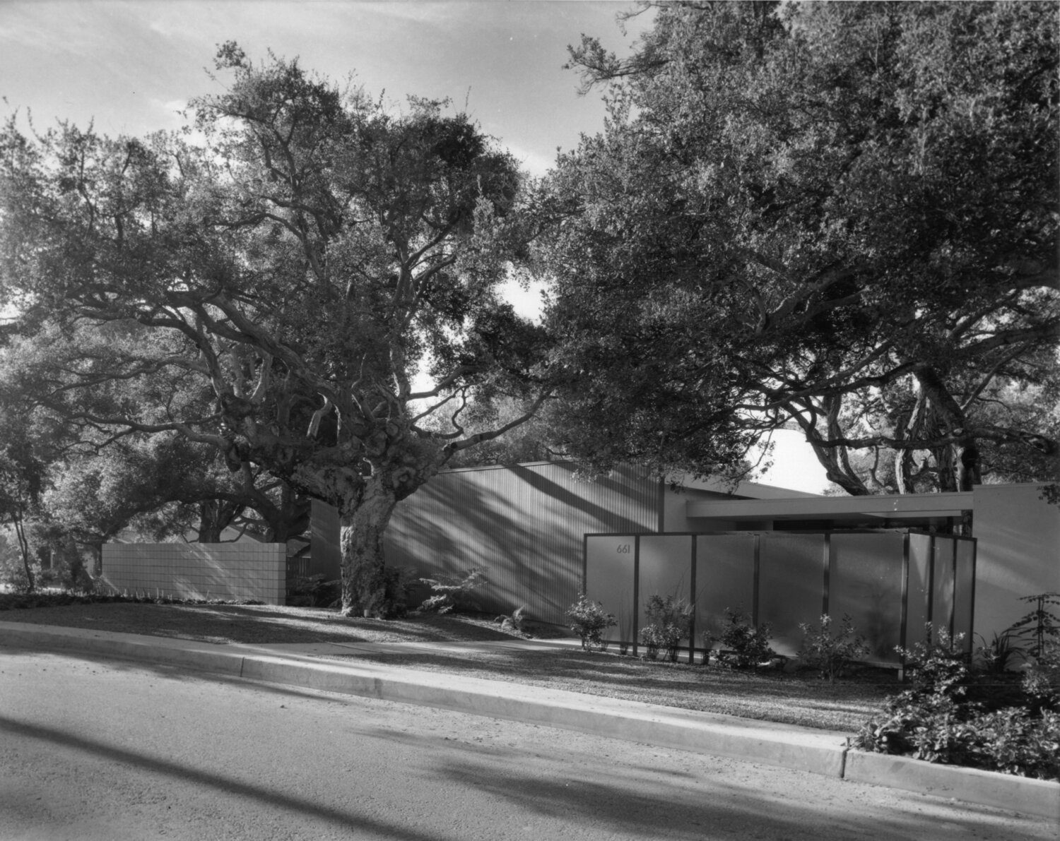 Exterior of the Emmons House, Photo by Julius Shulman  Digital Image courtesy of the Getty's Open Content Program, © J. Paul; Getty Trust – Getty.edu