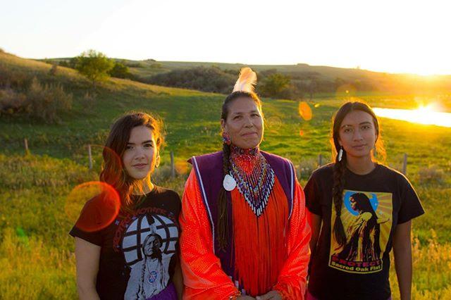 Recognition, Representation, and Reconciliation are so important. ✊🏽 Happy Indigenous Peoples Day! ㇎ Dakhóta Romero (Chihende/Ohkay Owingeh) Marcy ThunderHawk (Oceti Sakowin) Raye Zaragoza (Pima) 📷 Nathaniel Fuentes (Kha'p'oo Owinge) ㇎ #indigenouspeoplesday #weareindigenous #indigenous #dakhotaromero #marcythunderhawk #rayezaragoza #indigenouswomen #fancyshawl #indigenouspeoples #ndee #ocetisakowin #pima #tewa