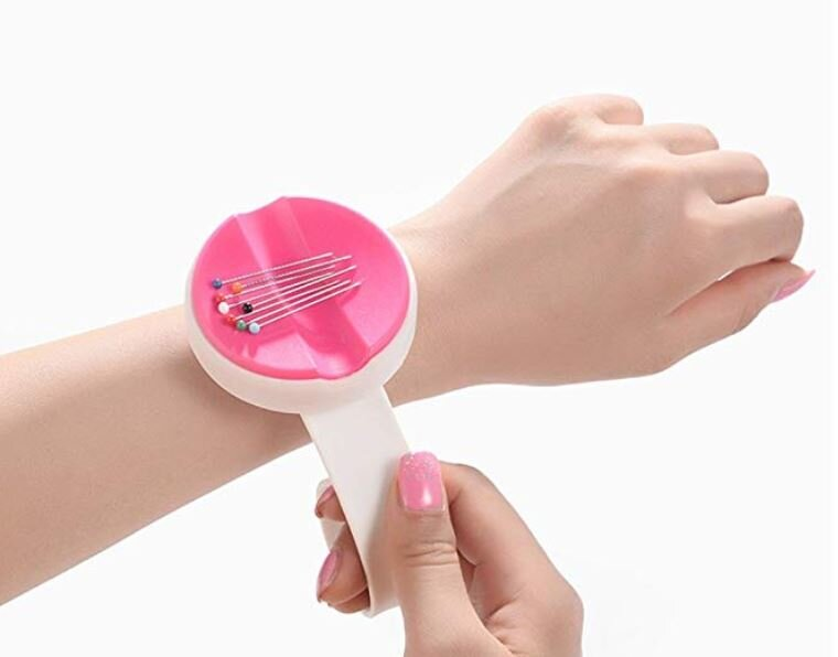 magnetic wrist pin cushion.JPG