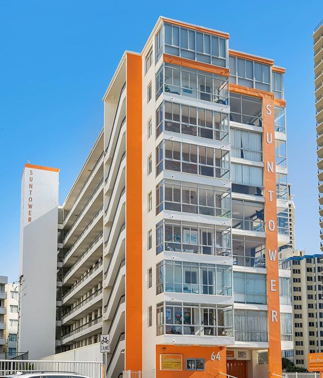 Our little orange building ☀️ Suntower Holiday Apartments was one of the first high rises built in Surfers Paradise, and has stood the test of time. There's not another building out here with the charm our little orange building has.⠀ .⠀ .⠀ .⠀ ⠀ ⠀ #suntower #suntowersurfersparadise #surfersparadise #goldcoast #gold #coast #coastalliving #accomodation #surfersparadiseaccomodation #stay #staycation #vacation #holiday #beach #beachfront #apartments #vintage #historic #oceanviews #cbd #sunrise #hotel #airbnb #cheap #budget #affordableliving #travel #insttravel #booking