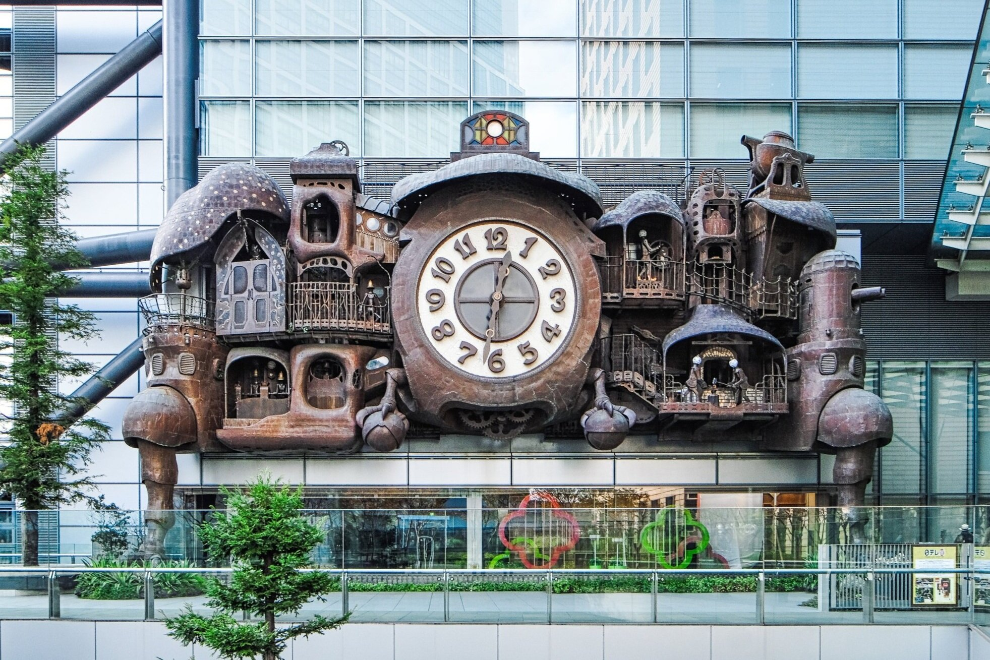 giant+ghibli+clock+in+tokyo+japan+instagram+photogenic+tokyo+photography+spots+secret+best+colorful+architecture