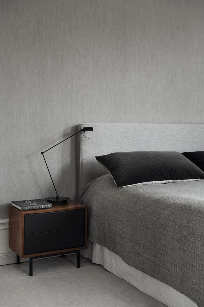Grey-bedroom.-Elegant-home-of-interior-designer-Louise-Liljencrantz-2.jpg