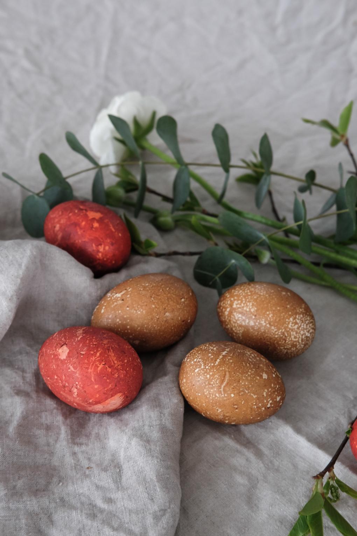 Naturally-dyed-Easter-eggs-3.jpg