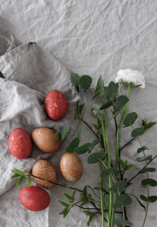 Naturally-dyed-Easter-eggs-4.jpg