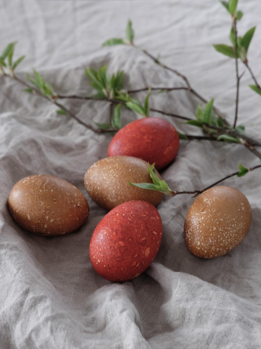 Naturally-dyed-Easter-eggs.jpg