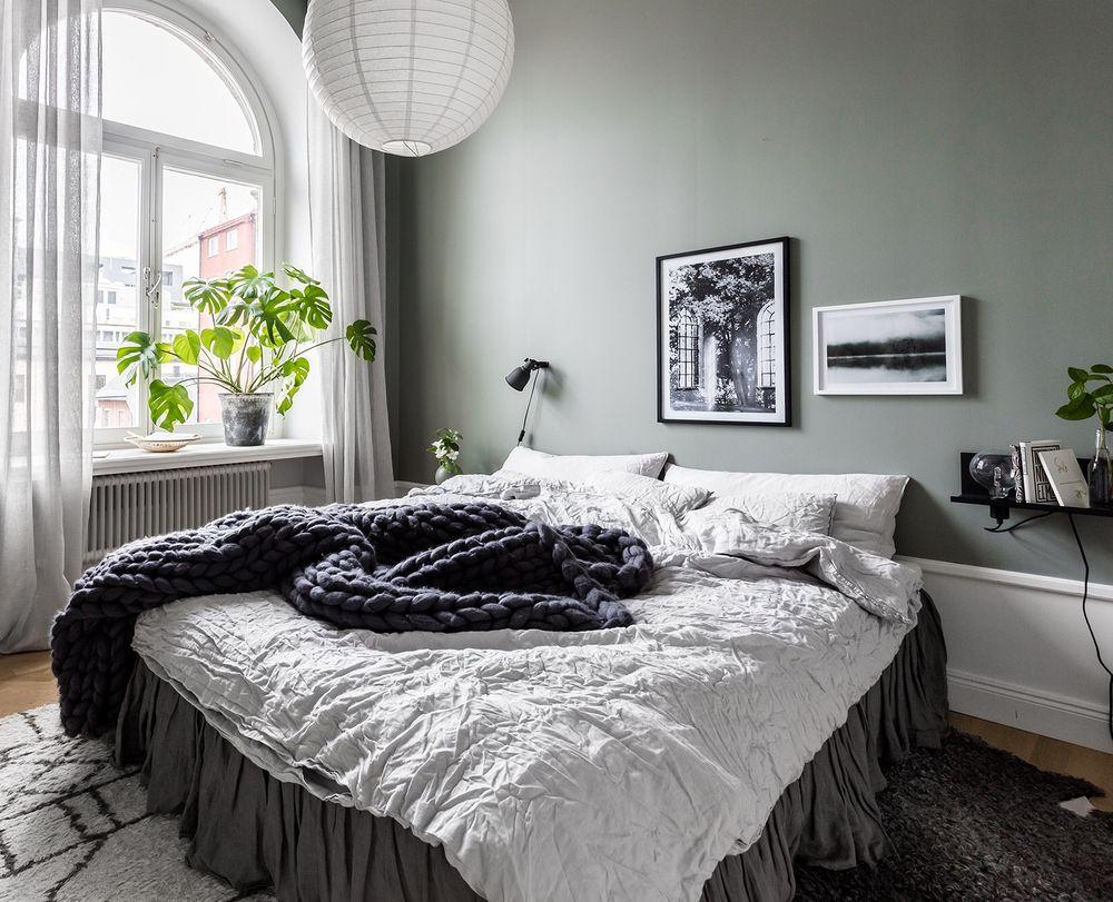 Scandinavian-bedroom-in-grey-hues.jpg
