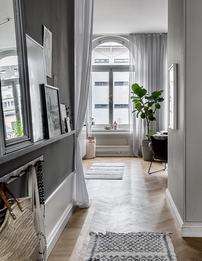 Scandinavian-style-apartment-of-Jasmina-Bylund.-Entryway.jpg