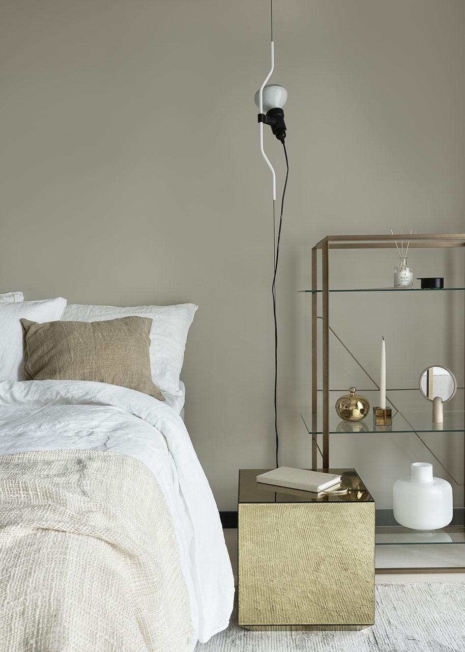 Susanna-Vento-for-Kannustalo.-Bedroom-in-white-and-beige.jpg