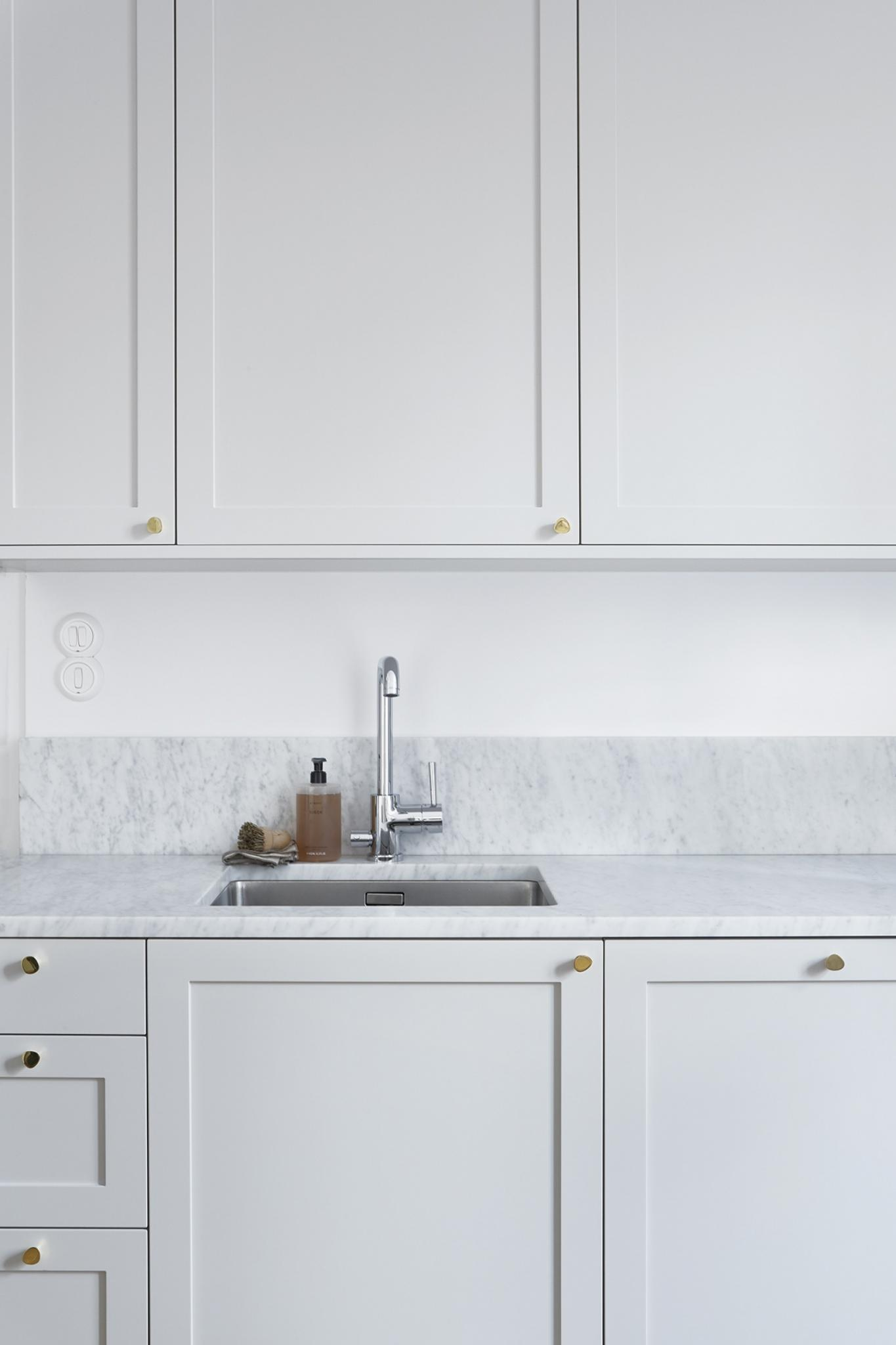 traditional-framed-kitchen-cabnet-doors-know-handles-marble-worktop.jpg