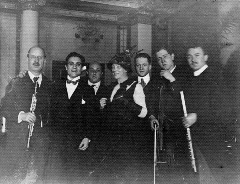 "The Original ""Pierrot"" group (left to right): C. Essberger, Jakob Malinjak, Arnold Schoenberg, Albertine Zehme, Eduard Steuermann, Hans Kindler, H. W. de Vries. Berlin, 1912."