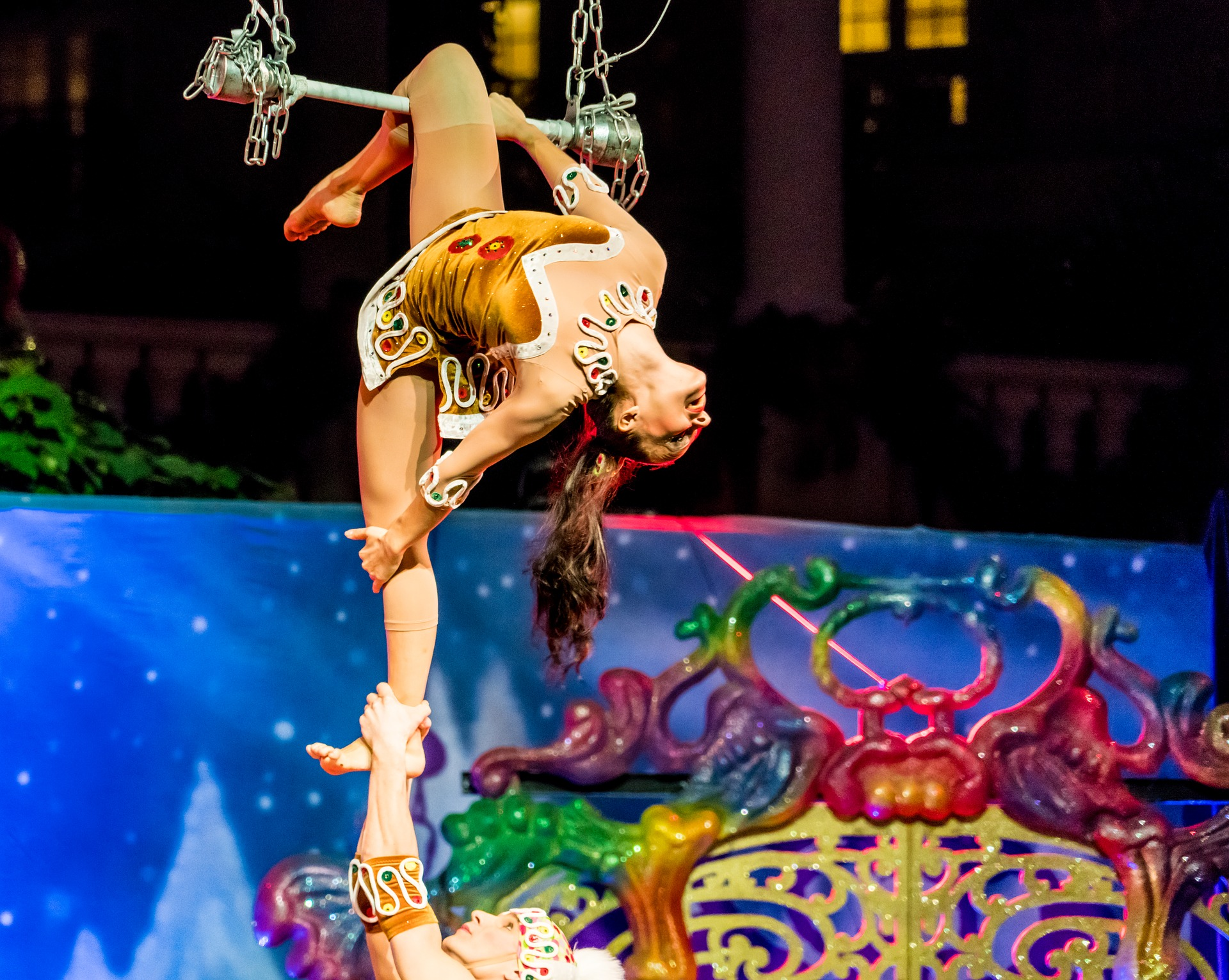 acrobats-1934621_1920.jpg