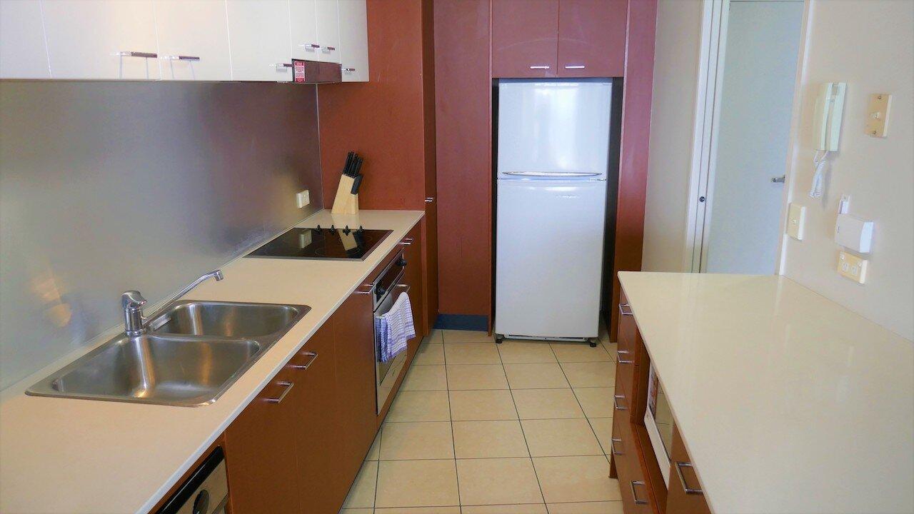 kitchen 002 copy.jpg