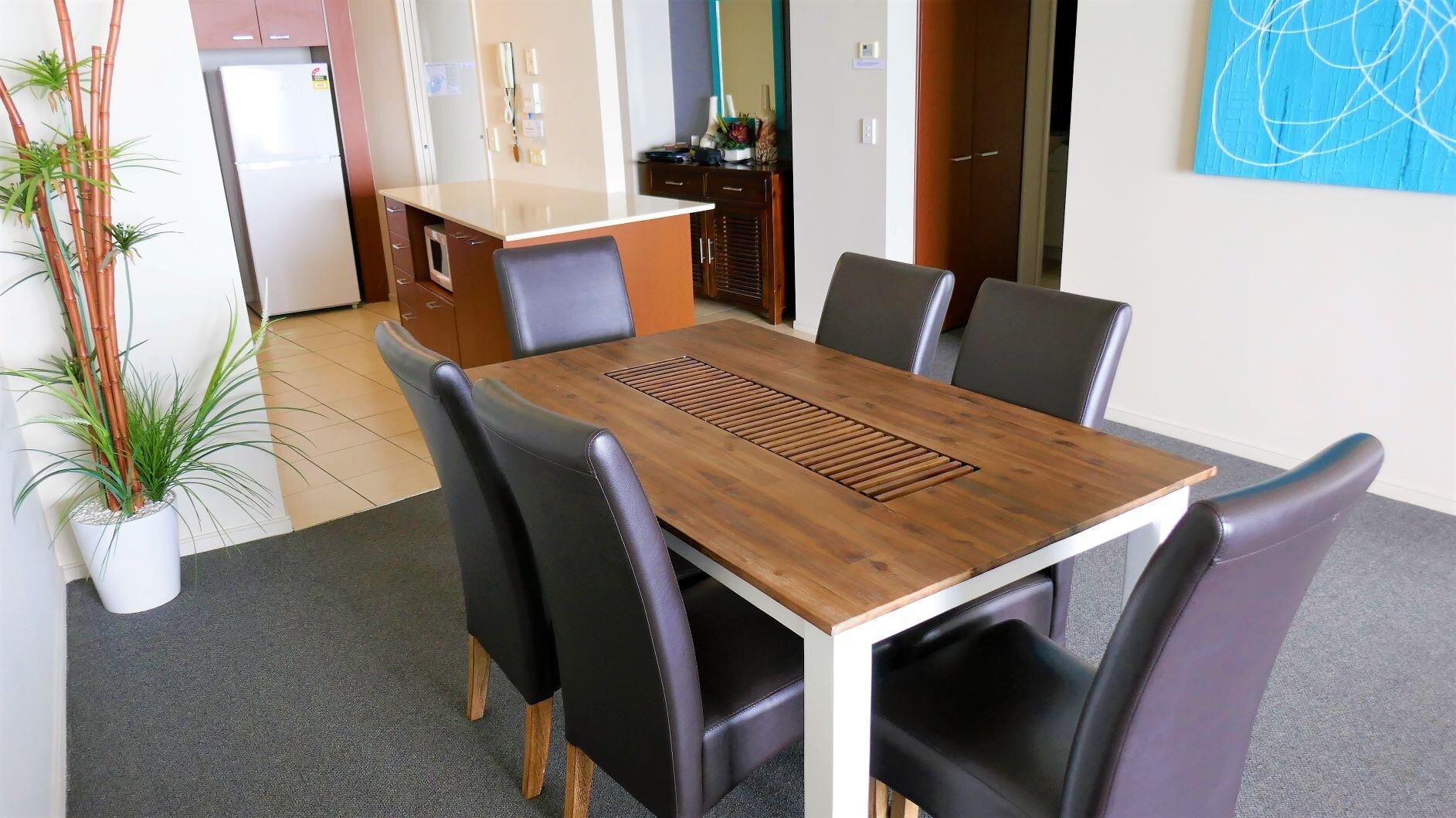 Lounge & Dining (3).jpg