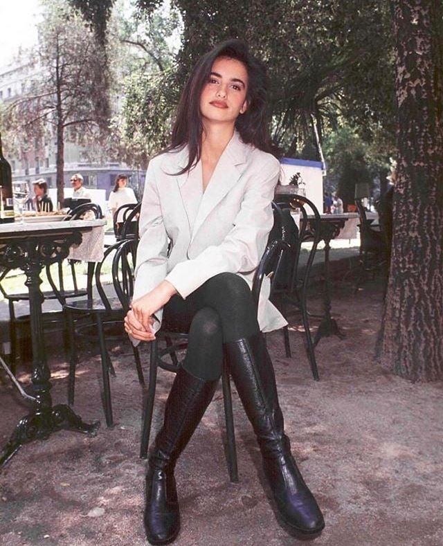 18-year-old Penelope Cruz in Spain (1992)  #inspo #inspiration #fashion #chic #beauty #makeup #cosmetic #clothes #90s #90sfashion #90sstyle #penelopecruz #spain