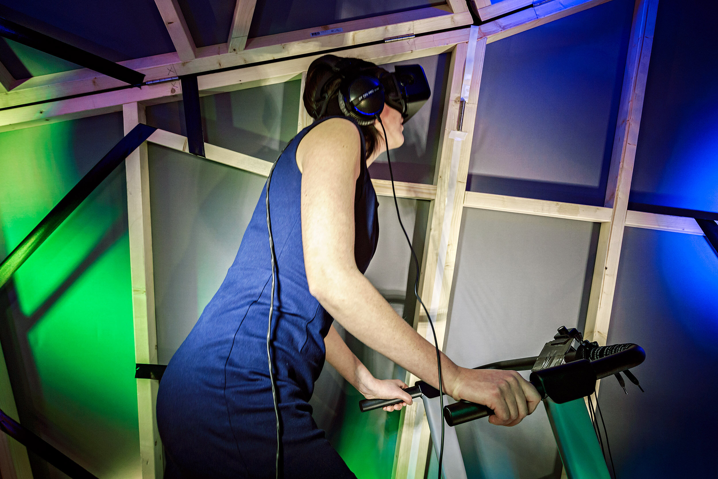 - Running on a treadmill they controlled the VR experience, running from Iran to the Netherlands.