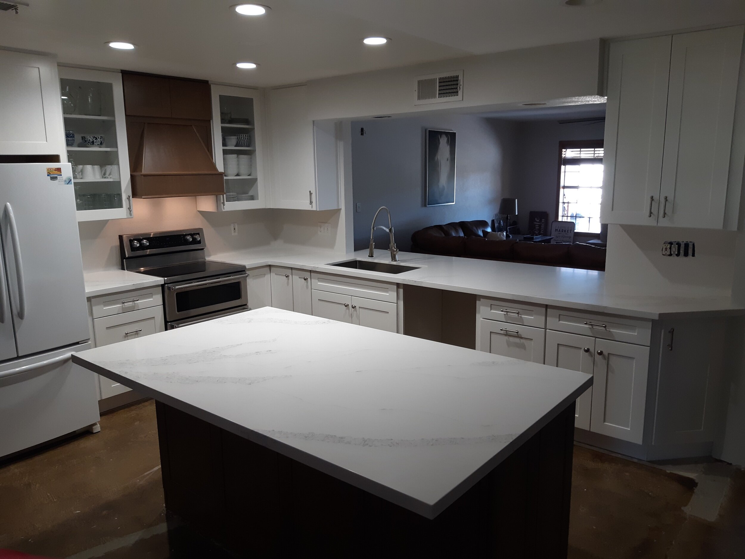 Quartz countertops - Quartz countertops have grown in popularity over the last few years. With the look of natural stone, minus all the maintenance, adding quartz countertops to your kitchen or bathroom can be a great way to spruce your home up. With a wide variety of high quality Quartz countertops, getting the latest looks for your modern kitchen has never been easier.