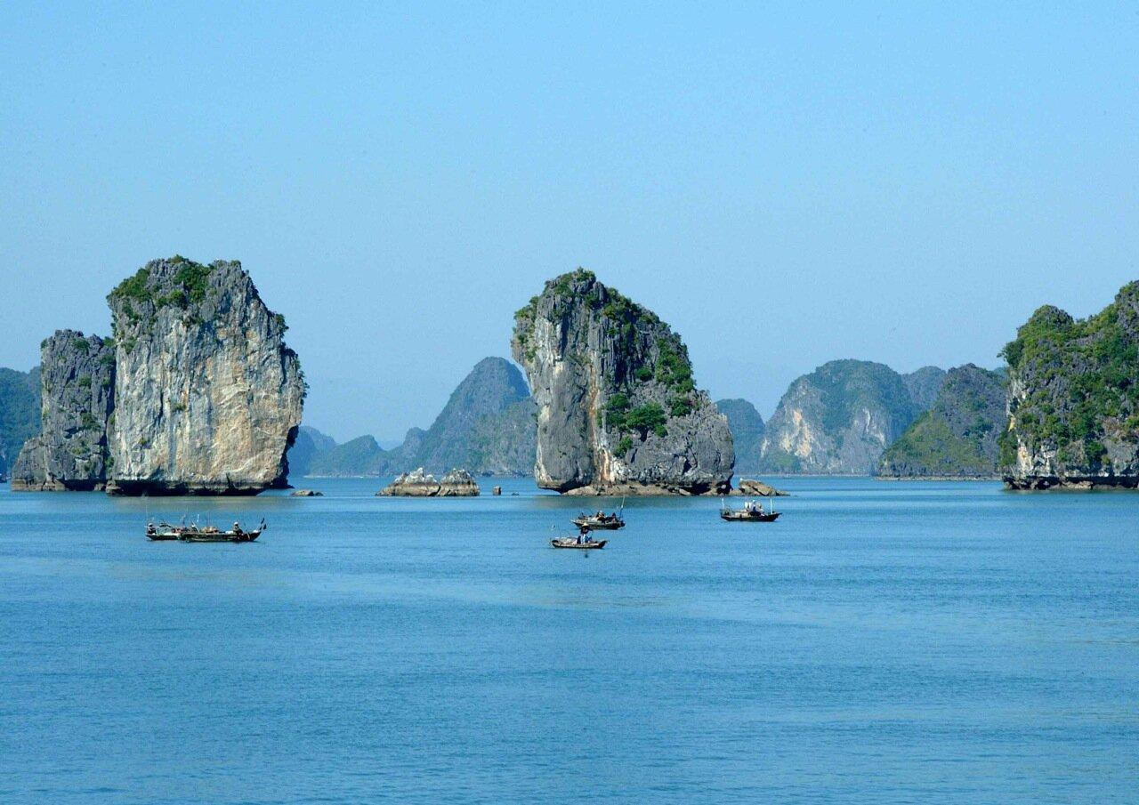 Halong bay, Vietnam.jpg