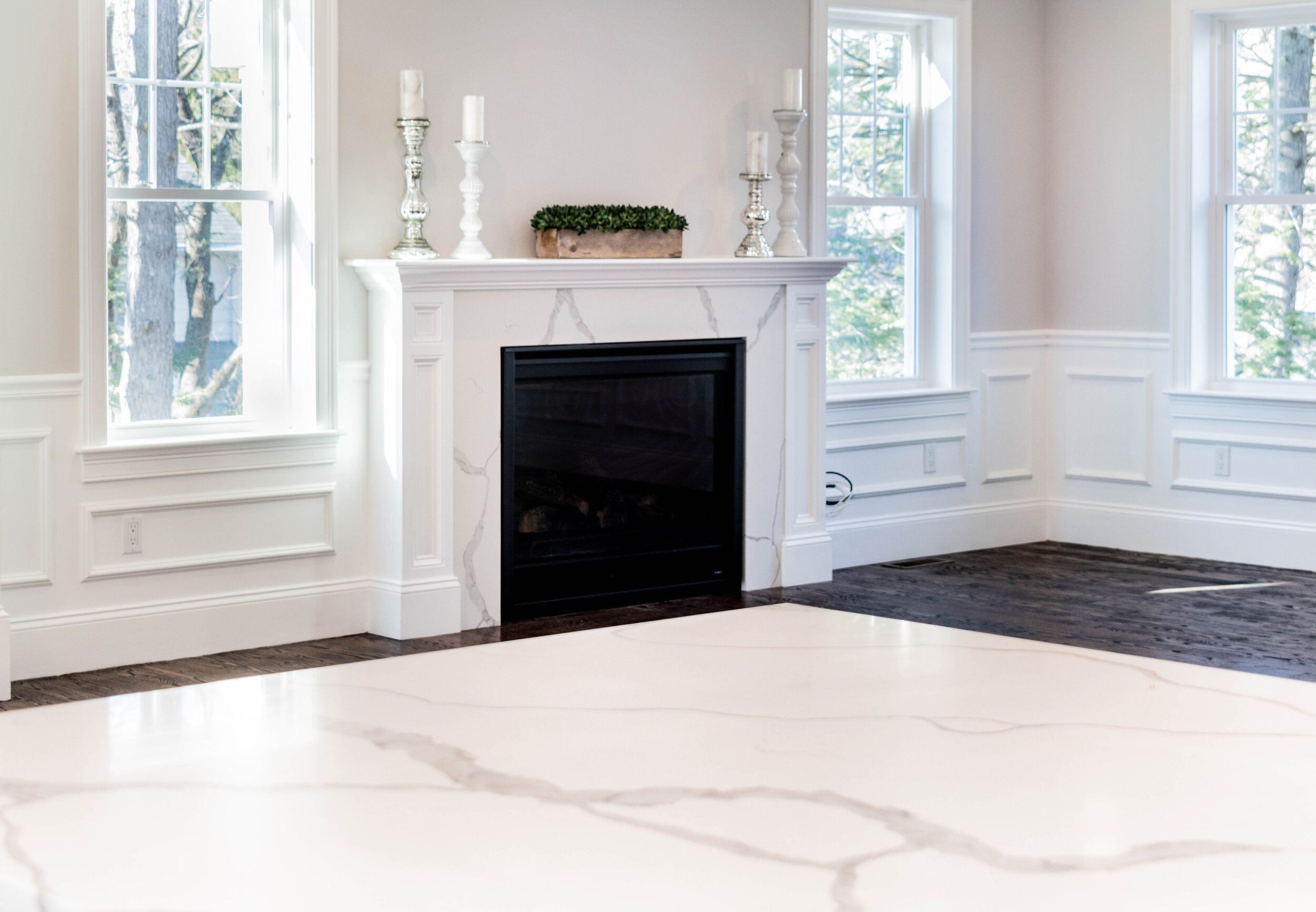 Material: Q-MSI Calacatta Classique (Bookmatched)  Thickness, Finish & Stone Type: 3CM Polished Quartz  Edge: Eased