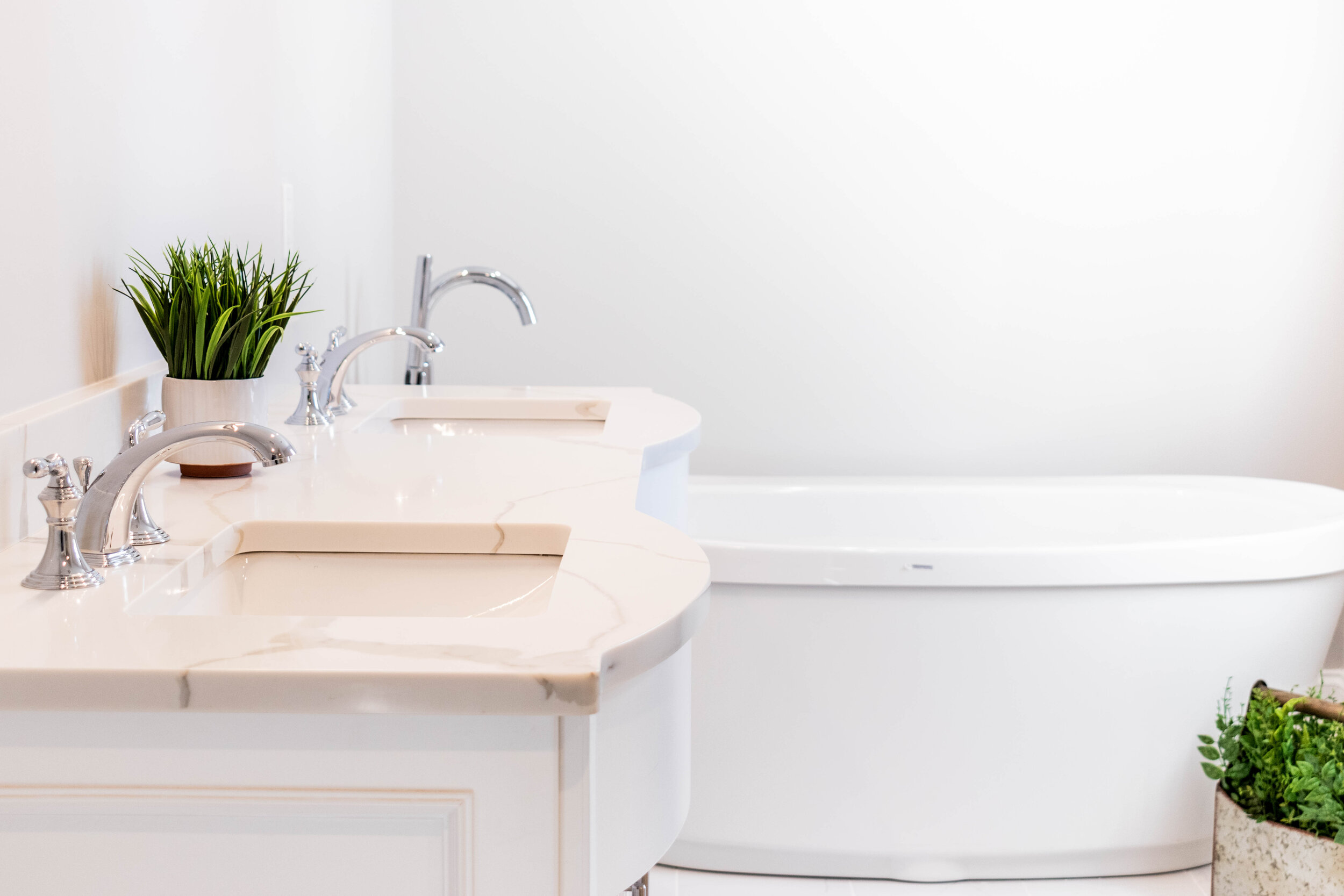 Material: Q-MSI Calacatta Classique (Bookmatched)  Thickness, Finish & Stone Type: 3CM Polished Quartz  Edge: Eased  Sink: KP-23W