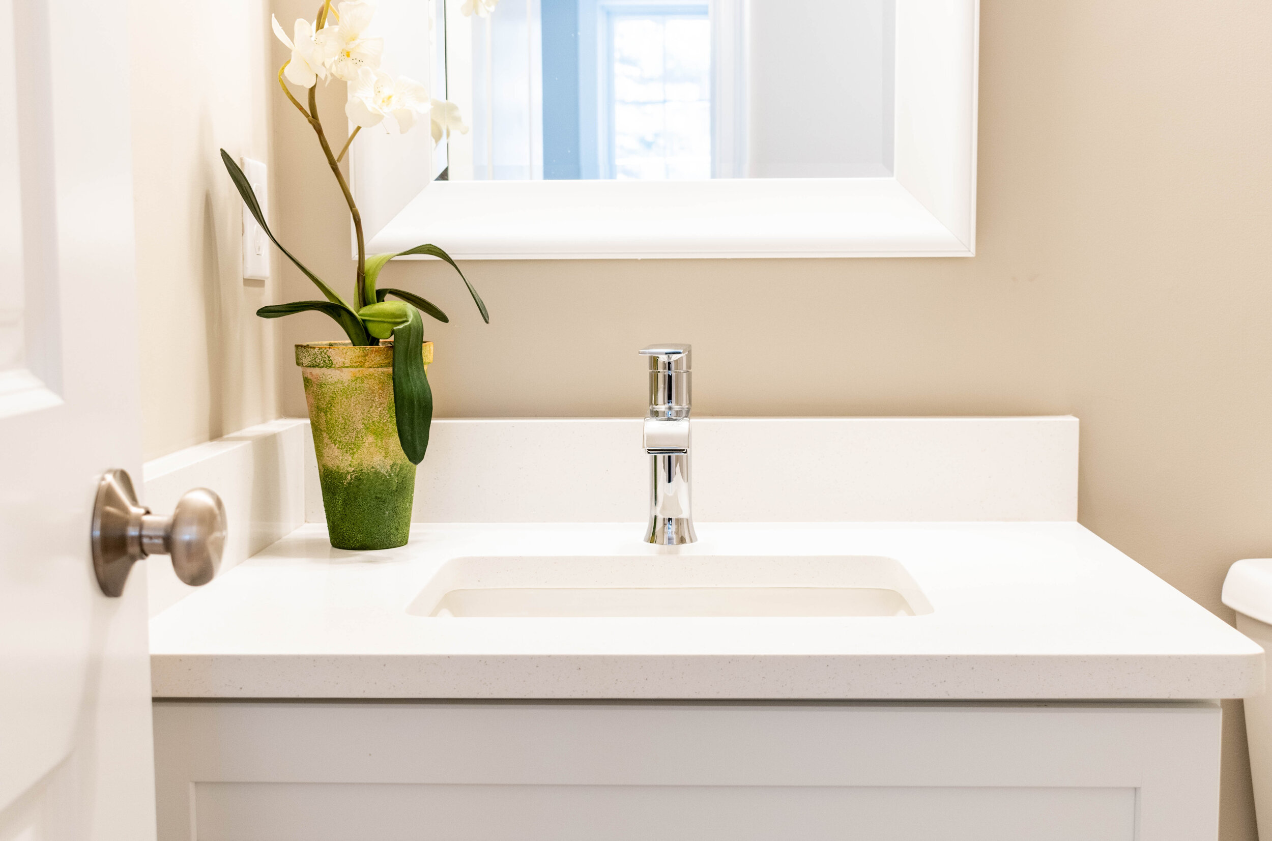 Material: Q-MSI Stellar White  Thickness, Finish & Stone Type: 3CM Polished Quartz  Edge: Eased  Sink: KP-22W