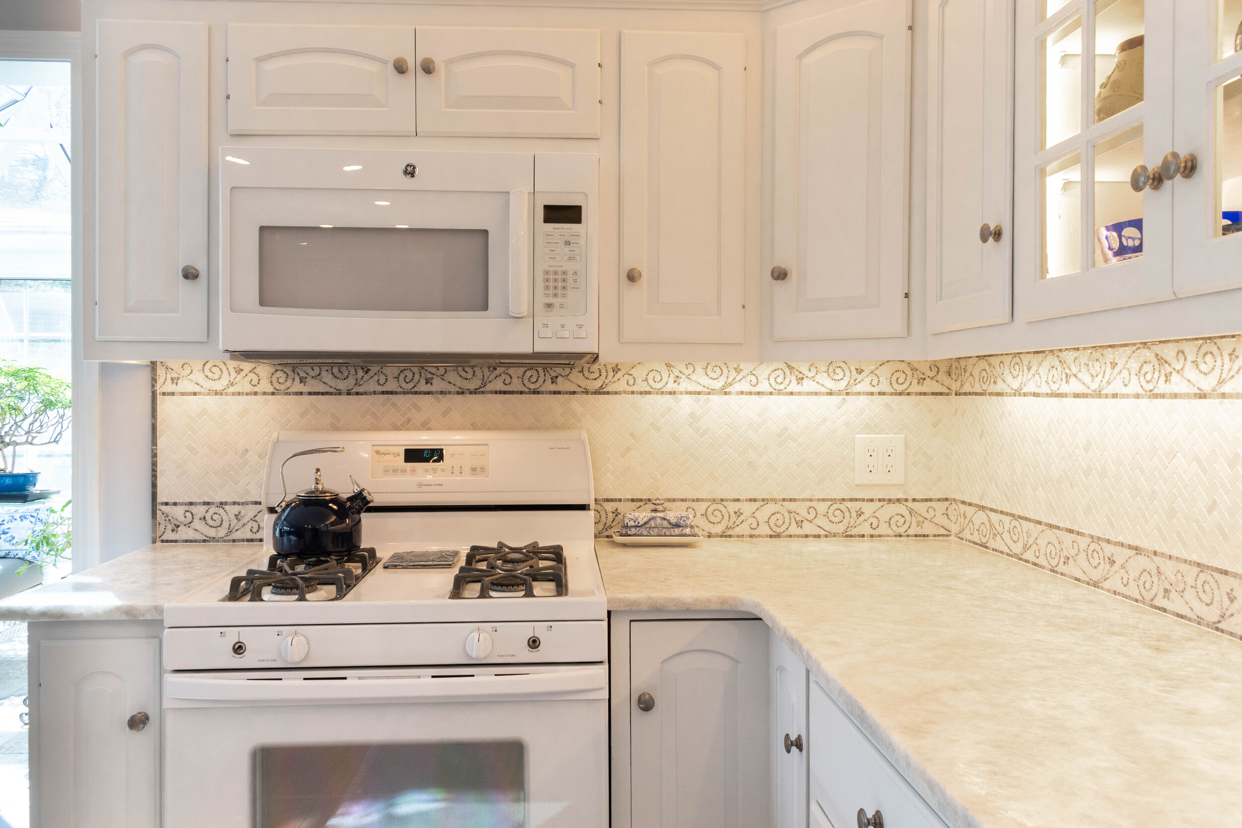 Material: Everest  Thickness, Finish & Stone Type: 3CM Leathered Quartzite  Edge: Eased  Sink: ZP2516HMR