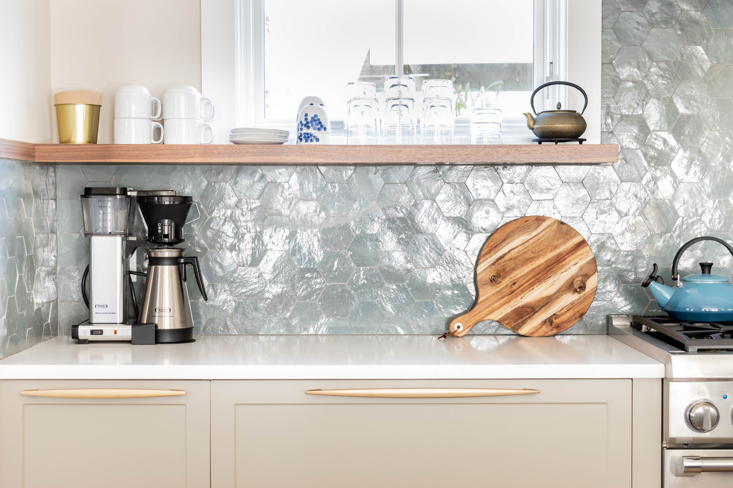 Material: Q-MSI Calico White  Thickness, Finish & Stone Type: 3CM Polished Quartz  Edge: Eased  Sink: Clients Sink: Under-Mount