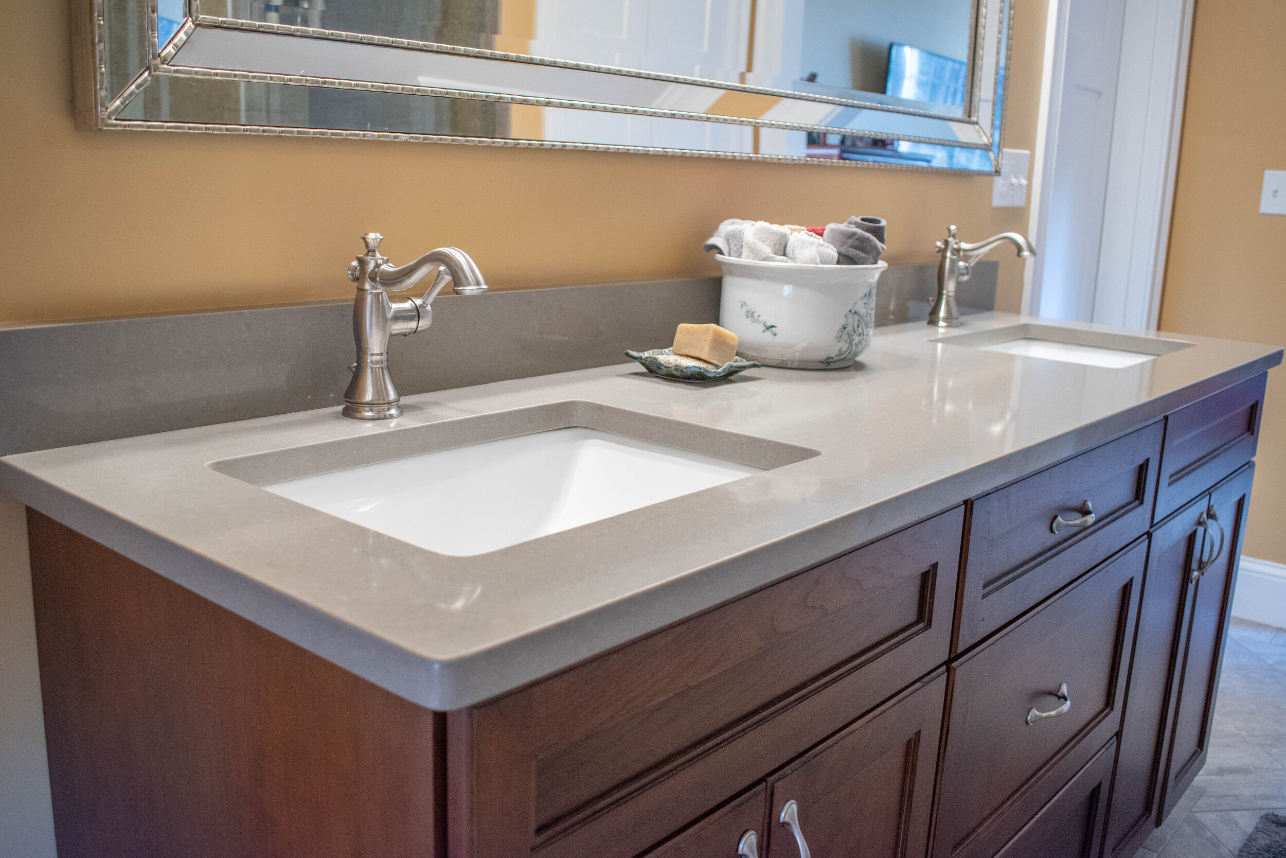 Material: Q-MSI Concerto  Thickness, Finish & Stone Type: 3CM Polished Quartz  Edge: Eased  Sink: KP23 W