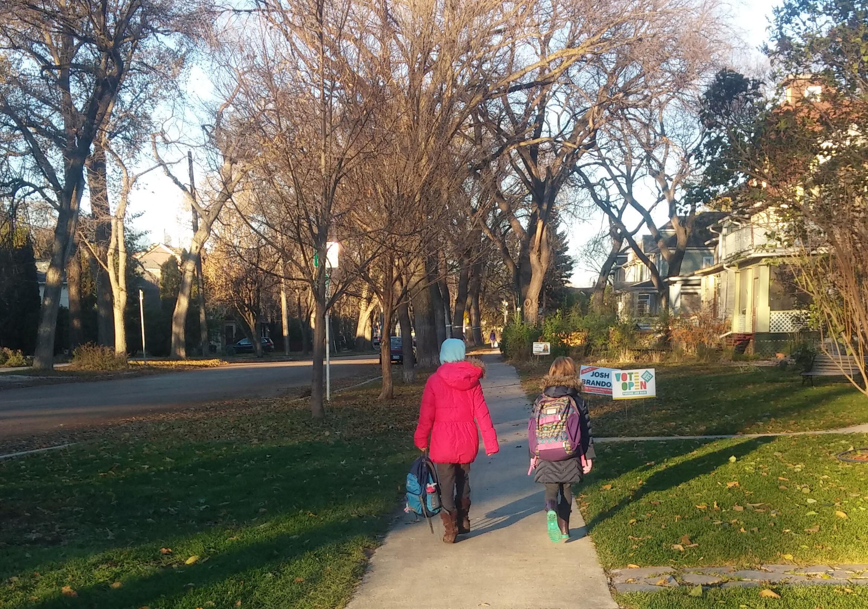 kids_walking_to_school.jpg