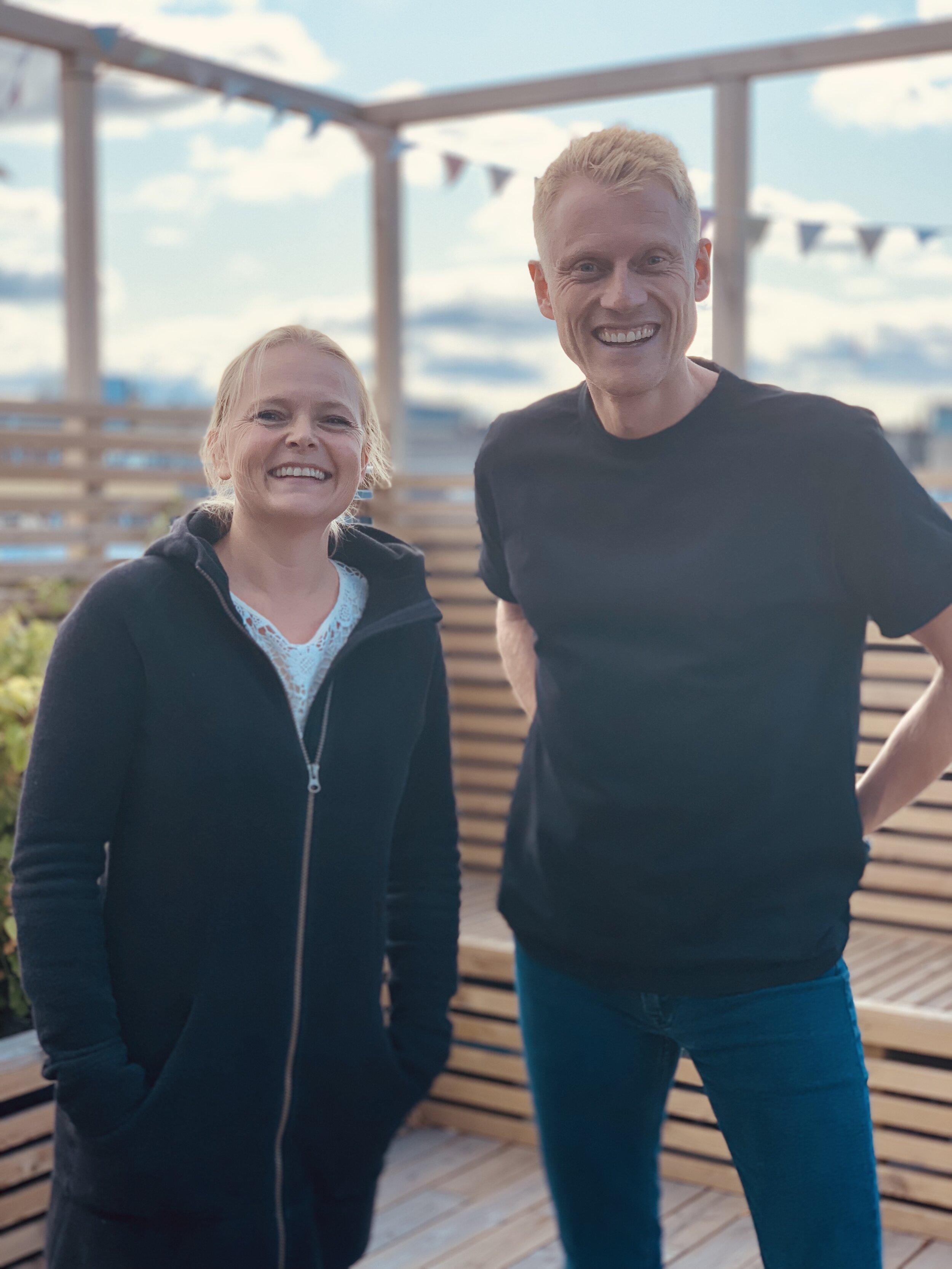 Trine Hvamb og Kristian David Elgen tror Goodify er løsningen - også for mennesker som føler de egentlig ikke har tid til gode gjerninger i hverdagen!
