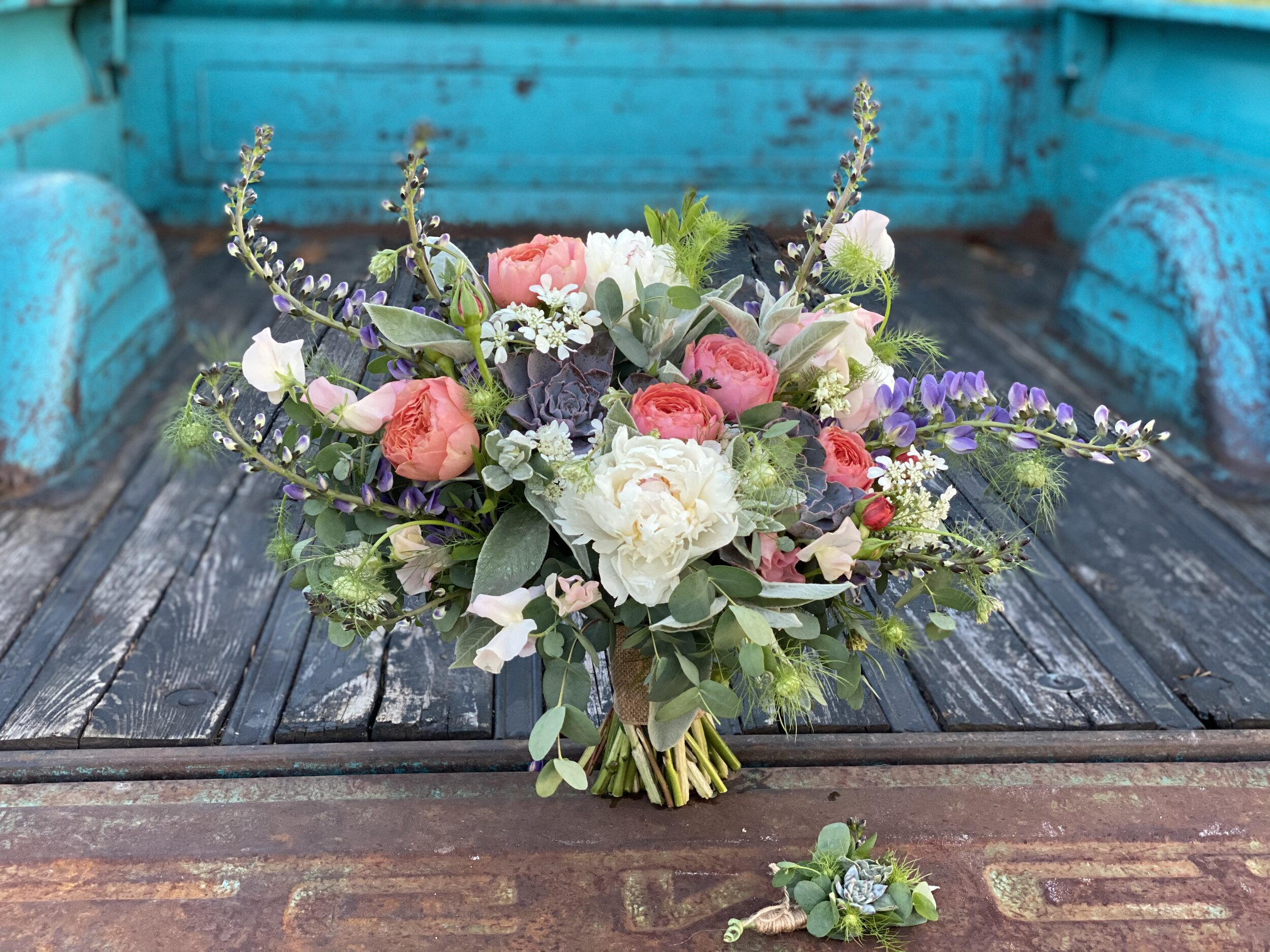 Farmhouse Floral Gifts
