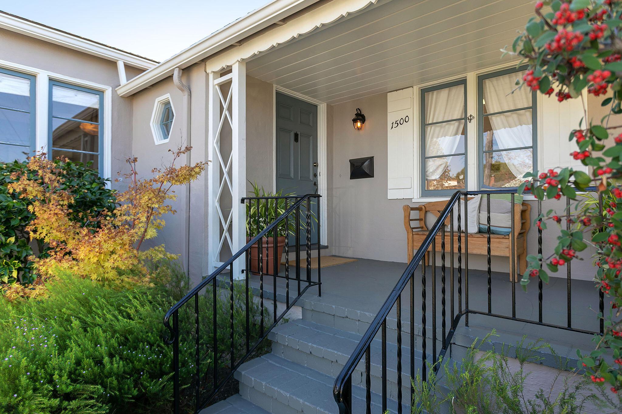 03 Front porch.jpg